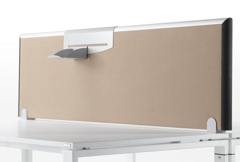 Vielfältige Gestaltungsmöglichkeiten bei dem Tischaufsatz Formfac5 für guten Schallschutz im Büro