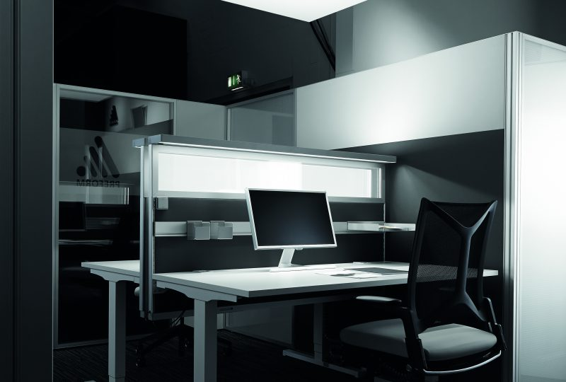 Integrierte Arbeitsplatzbeleuchtung